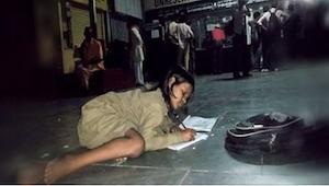 Ta dziewczynka jest wyjątkowa nie tylko dlatego, że odrabia zadania domowe na st