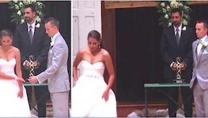 Tuż przed ceremonią ślubną... odwróciła się od narzeczonego i odeszła na bok. Ni