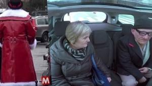 Bezczelny dziadek wsiada ludziom do taksówki. To co się dzieje później jest niew