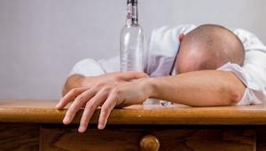 To, że alkohol jest trucizną wiedzą wszyscy, ale czy wiesz co dzieje się z naszy