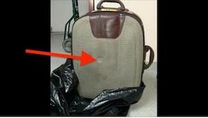 Ktoś wyrzucił walizkę do śmieci. Teraz całe miasto szukaj tej osoby, żeby zapłac