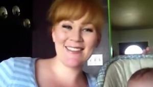 Ta matka i jej uroczy syn już podbijają internet. Posłuchaj jej wykonania piosen