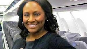 Po wizycie w łazience ta stewardessa odkryła, że na pokładzie samolotu jest hand