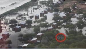 Kobieta nagrywała skutki powodzi w swojej miejscowości. Kilka minut później nie
