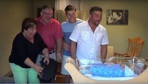 Rodzina i przyjaciele zjawili się w szpitalu, żeby powitać nowego członka rodzin