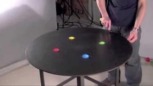 Położył na stole kolorowy piasek. To, co z niego zrobił, urzekło nas!