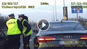 Do policjantów kontrolujących samochód podjechał zrozpaczony mężczyzna. Reakcja