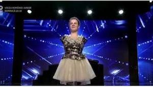 Wszyscy myśleli, że dziewczyna bez rąk zaśpiewa, a ona nie dość, że zaśpiewała,