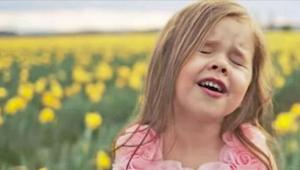 Posłuchajcie jak ta 4 latka przepięknie śpiewa Hymn Wielkanocny