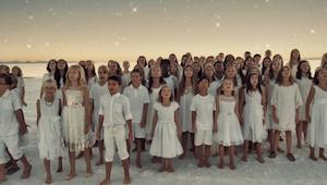 Dziecięcy chór wykonuje piosenkę popularnej wokalistki Rihanny - nie możemy prze