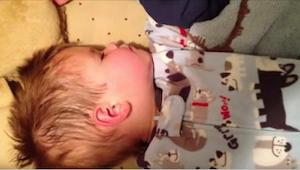 Dwulatek budzi się po drzemce i musi oddać coś, co jest najbliższe jego sercu. R