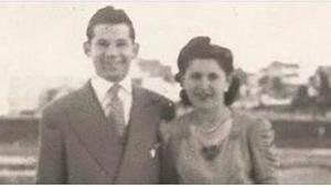 Po 69 latach małżeństwa, umierają razem w jednym łóżku. Kiedy spojrzeli na dłoń