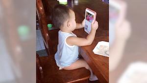 Straszny powód dlaczego małe dzieci nie powinny zbyt długo korzystać z ekranów d