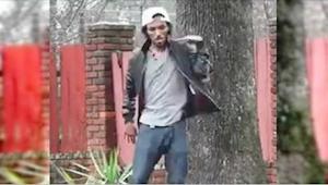 Młody mężczyzna tańczy na ulicy. Nie oderwiesz wzroku od jego nóg!