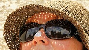 Czy używanie kremu z filtrem bardziej szkodzi niż pomaga? Przeczytaj aby poznać