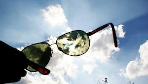 Dowiedz się dlaczego nie warto wydawać majątku na okulary przeciwsłoneczne!