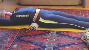 To 5 minutowe ćwiczenie sprawi, że kręgosłup przestanie boleć, a talia będzie sz