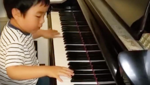 Kiedy ten 5 latek zaczął grać na pianinie nie mogłam uwierzyć własnym oczom!