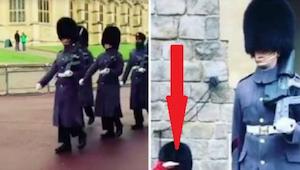 Kiedy jeden ze strażników gwardii królewskiej łamie protokół wszyscy turyści nie