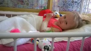 Dwuletnia Natalia szła chodnikiem ze swoją mamą, wtedy stało się coś strasznego.