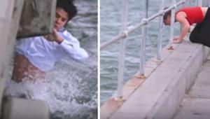 Mężczyzna wysypał prochy swojej babci do zatoki, ale nagle zauważył, że w wodzie