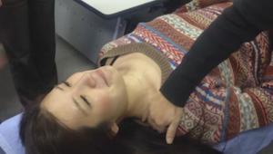 Ta japońska technika wyleczy ból i sztywność karku w ciągu zaledwie 10 sekund!
