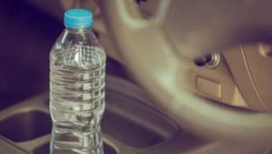 W gorący dzień zostawił butelkę wody na siedzeniu samochodu. To mogło się skończ