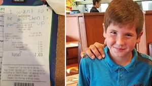 Policjant dostaje rachunek za śniadanie, kiedy czyta, co jest na nim napisane, n