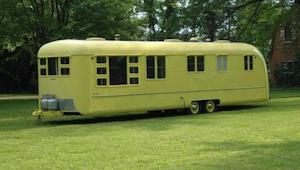 Ten wóz kempingowy wygląda tak samo jak 64 lata temu, a jego wnętrze sprawi, że