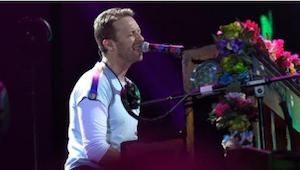 Chris Martin z Coldplay miał problem z opanowaniem emocji... W końcu śpiewał dla