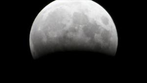 Od godziny 20.15 wszystkie oczy będą  wpatrywać się w Księżyc! Ty też nie możesz