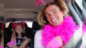 Ojciec i córka uwielbiają śpiewać w samochodzie, ich ostatni występ wywołał burz