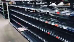 Niemiecki supermarket pozbył się wszystkich produktów z zagranicy. Półki świecił