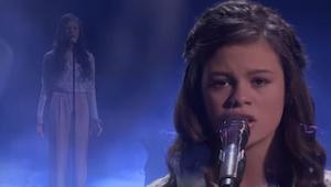 Nastolatka wychodzi na scenę i wygląda jakby chciała się rozpłakać. Poczekajcie