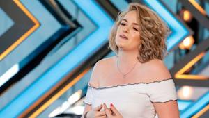 Młoda kobieta stanęła zdenerwowana przed jurorami, ale gdy zaczęła śpiewać, nie