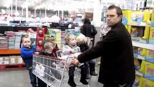Żona rzuciła mu wyzwanie, żeby zajął się 5 ich dzieci. To co zrobił jest niewiar