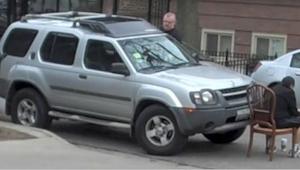 Kierowca zastawił podjazd do kościoła, wtedy sąsiad postanowił dać mu oryginalną
