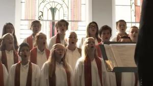 Słuchając śpiewu tego chóru dziecięcego miałam ciarki na całym ciele. Mają aniel