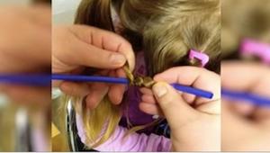 Ojciec owija włosy córeczki wokół słomek. Zobacz, co się dzieje, gdy je ściąga!