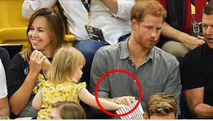 Reakcja księcia Harrego na widok dziewczynki podkradającej mu popcorn jest bezce