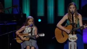Gdy tylko zaczęły śpiewać, publiczność była ich! Te siostry mają talent.