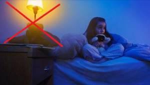 Poważny powód, dla którego dziecko nigdy nie powinno spać przy włączonym świetle