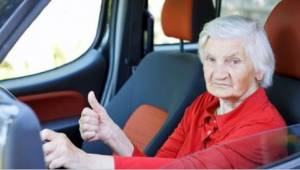 Starsza pani jechała zbyt wolno na autostradzie. Powód? Padniecie ze śmiechu!
