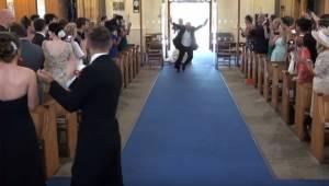 Gdy do kościoła wkroczył ojciec panny młodej, brawom nie było końca!