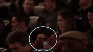 W kinie rozdawali butelki z wodą, których nie dało się otworzyć. Powód? Każdemu