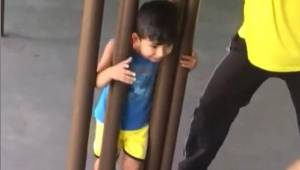 Ojciec dwie godziny próbował uwolnić syna z potrzasku. Gdy zdał sobie sprawę jak