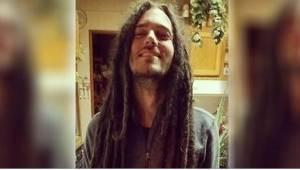 Aż przez 11 lat nie obcinał włosów - zobaczcie jego niesamowitą przemianę, gdy w