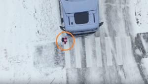 Kierowca nie był w stanie zobaczyć tej dziewczynki... Nie popełniajcie jej błędu