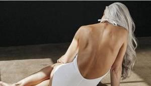 Zdjęcia 61-latki prezentującej stroje kąpielowe podbijają Internet. Zobaczcie je