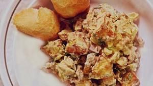 Gdy spróbujesz tej ziemniaczanej sałatki, nie oderwiesz się! Pieczone ziemniaki